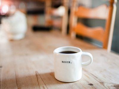 Kaffekopp med begin skrevet på